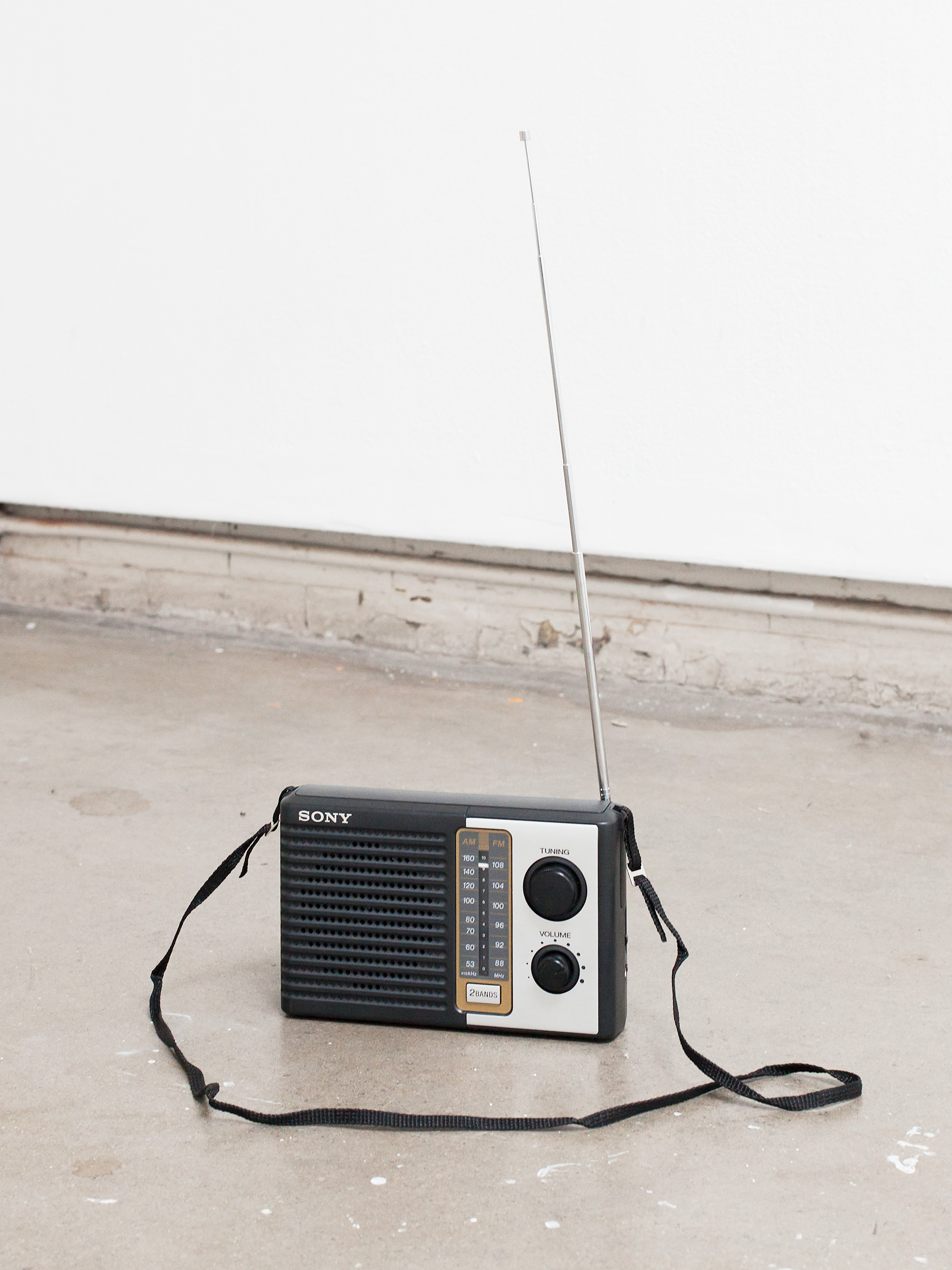 On terms on which we all agree, 2015 Verbatim vocal re-performance of interview with Paul Keating, John Laws Morning Show, 2UE Radio, Sydney, 1993. 15′53″, looped. Battery-operated radio, digital audio player, FM radio transmitter, electronic components, 13 x 20.5 x 5.5 cm (folded) Installation view, Axis and Allies, Midway Studios, The University of Chicago, May 2015